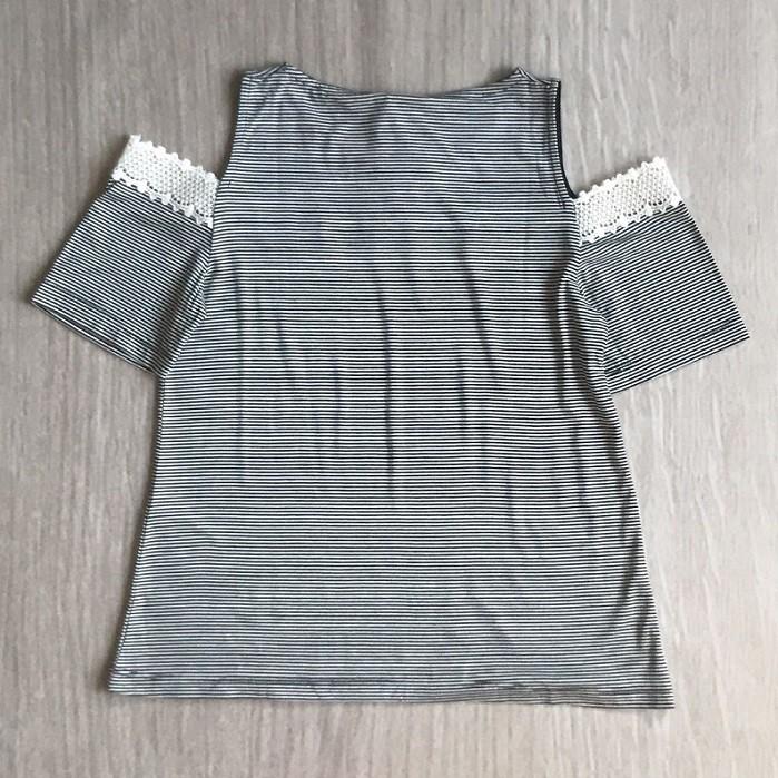 Blusa Listrada Ombro Vazado