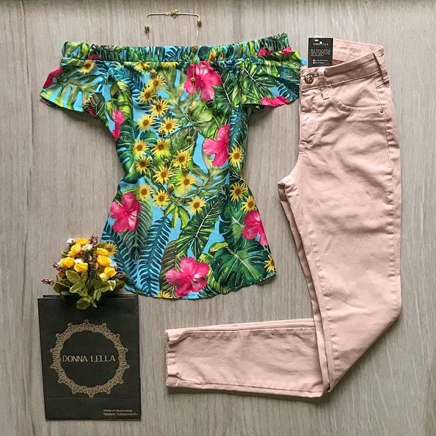 Blusa Ombro a Ombro Floral