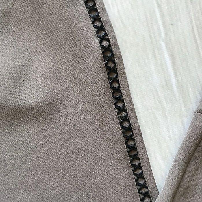 Calça Flare Alfaiataria Detalhe Lateral