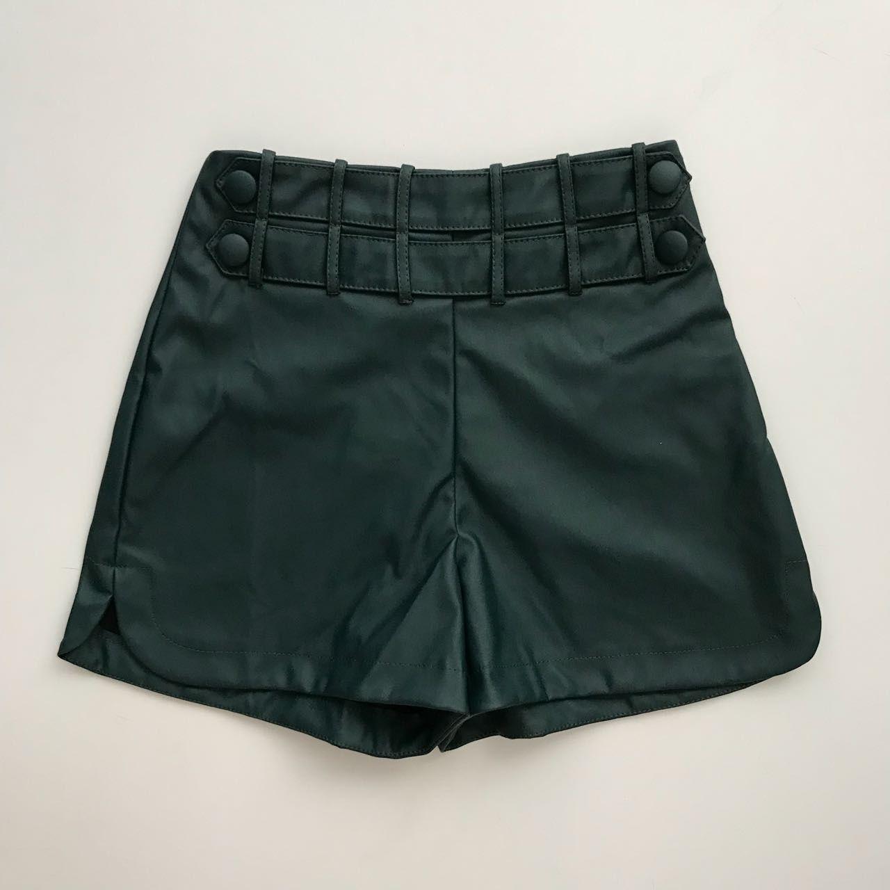 Shorts Couro Eco Detalhe Cós