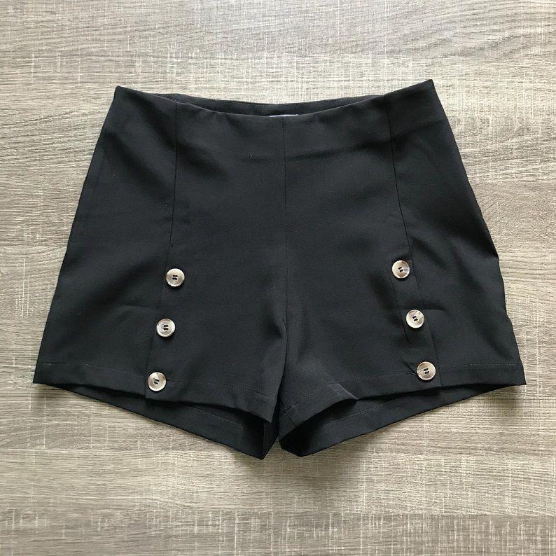 Shorts Crepe Botões Preto