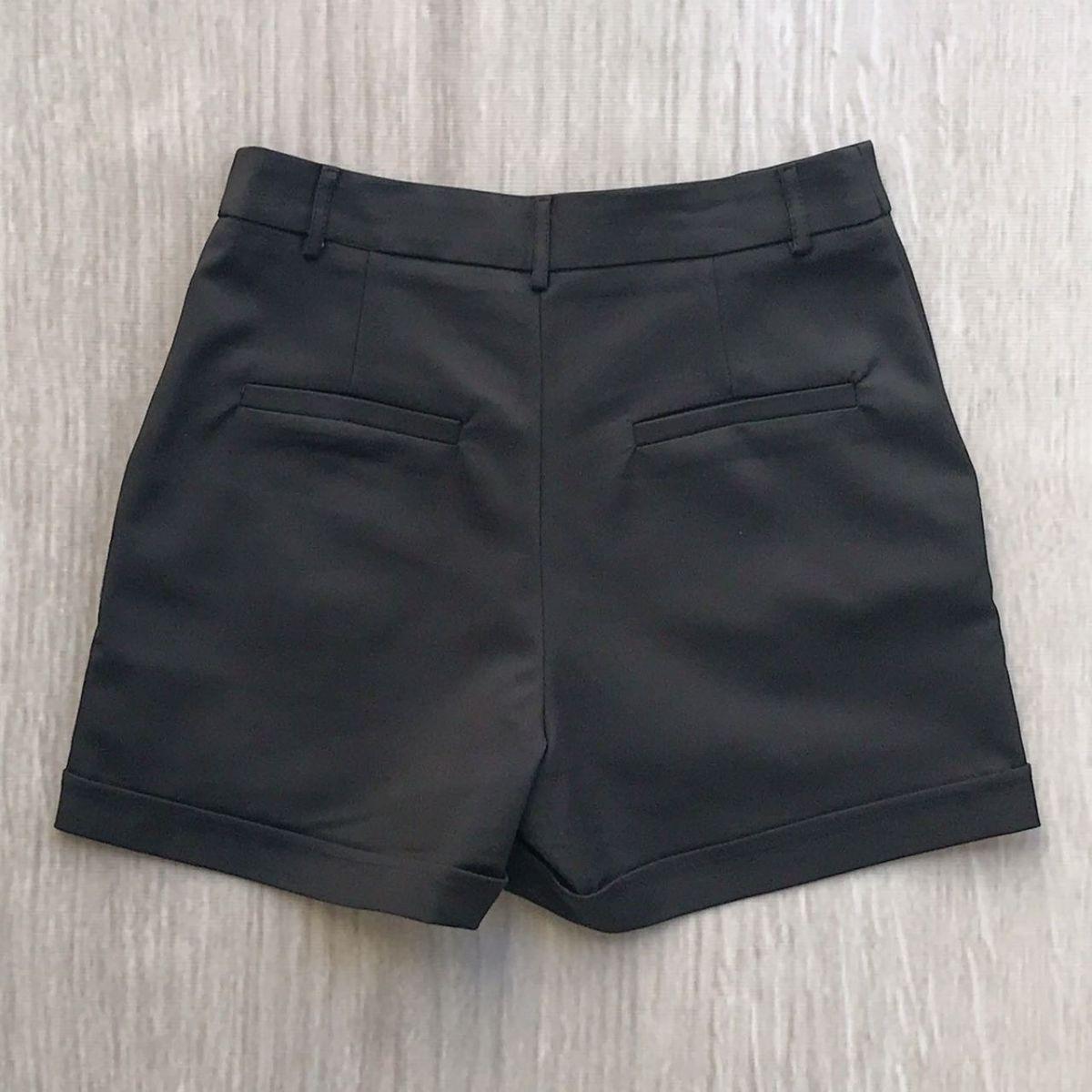 Shorts Detalhe Botões