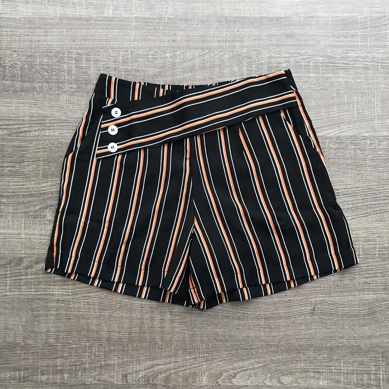 Shorts Listrado Pala Botões