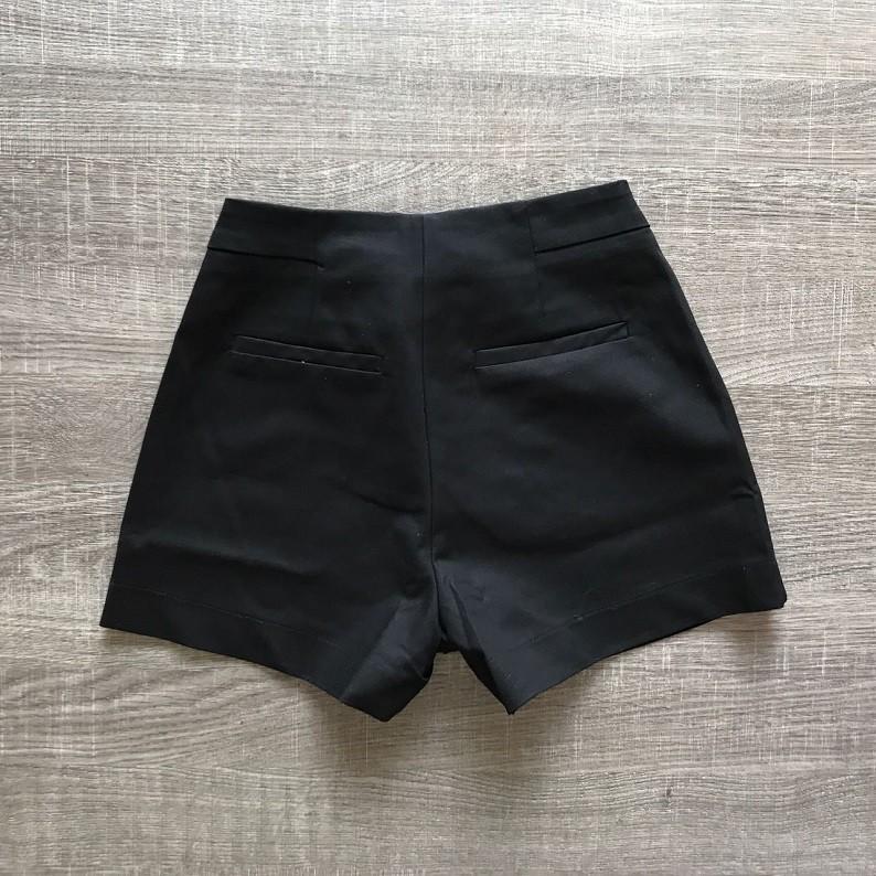 Shorts Preto Detalhe Botões
