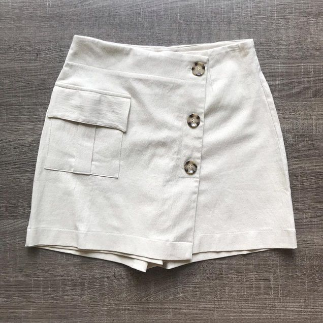 Shorts Saia Linho Botões