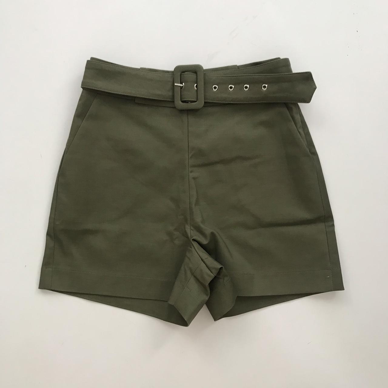 Shorts Sarja Com Cinto Verde Militar