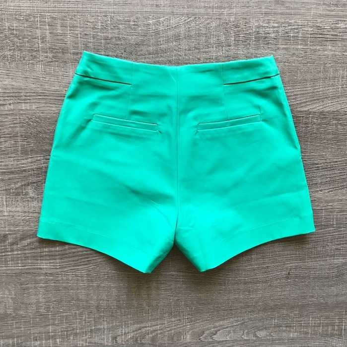 Shorts Verde Detalhe Botões