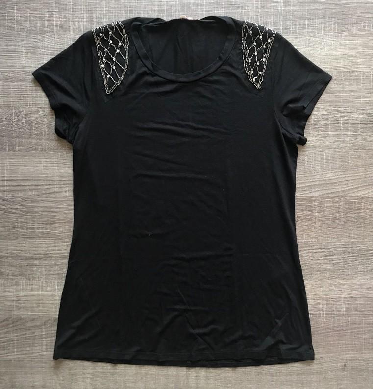 Tshirt Preta Bordado Ombro