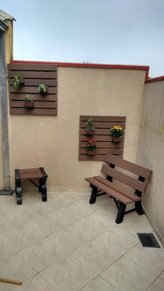 Floreira Vertical c/ 3 Cachepots Em Madeira Plastica 75x75cm