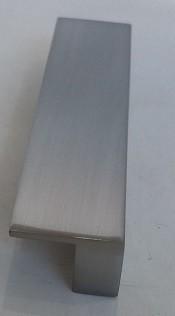 Puxador sobrepor p/ moveis 96mm cromo escovado Ref.1520