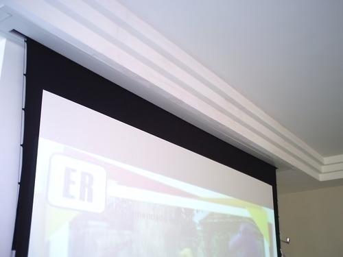 Moldura Tela Projeção 106 Wide Branca Em Aço Pintura Epóxi