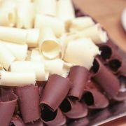 BOLO DE MOUSSE DE CHOCOLATE BRANCO, PRETO OU MISTO - KG