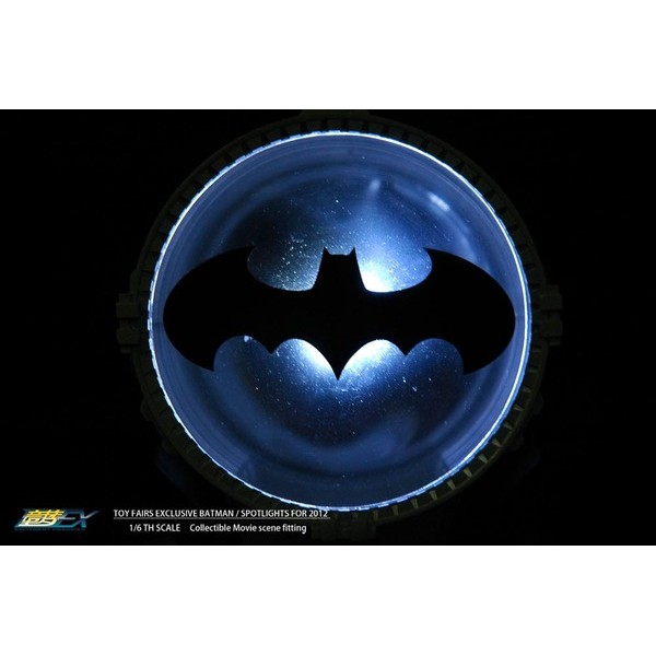 BAT SINAL PROJECTION LED SPOTLIGHT 1/6 180MM Toy Fairs EXclusive para uso com figuras 1:6 Hot Toys/Enterbay - Movie Freaks Collectibles