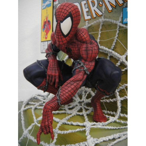Master Replicas Homem Aranha Replica Comic Book #1 Scene Statue  - Movie Freaks Collectibles