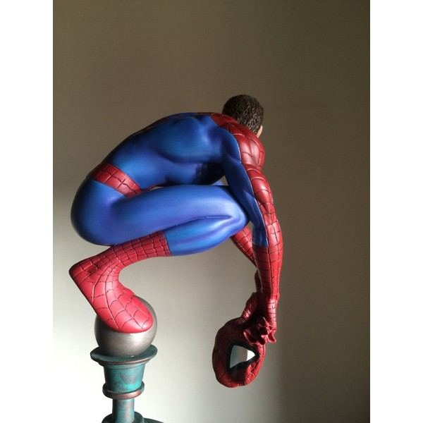 Diamond Select Marvel Milestones Spider-Man on Flagpole Online Exclusive Peter Parker ´Variant´ Statue  - Movie Freaks Collectibles