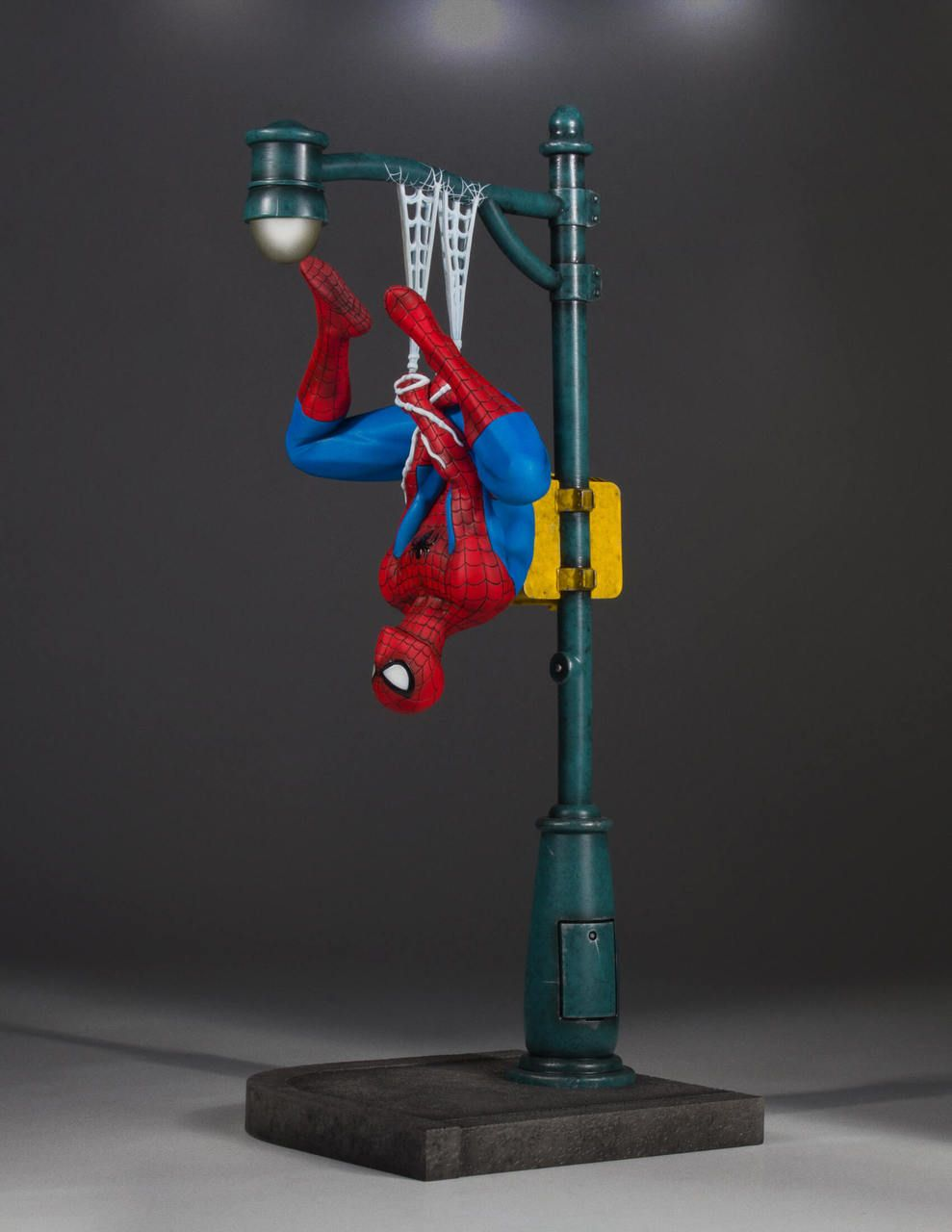 Gentle Giant Homem Aranha Collectors Gallery Statue - Escala 1/8 - Movie Freaks Collectibles