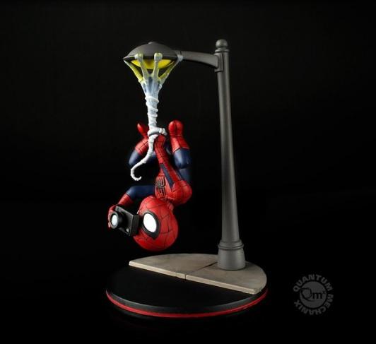 Q-Fig Diorama Homem Aranha Spider-Man Spider Cam  - Movie Freaks Collectibles