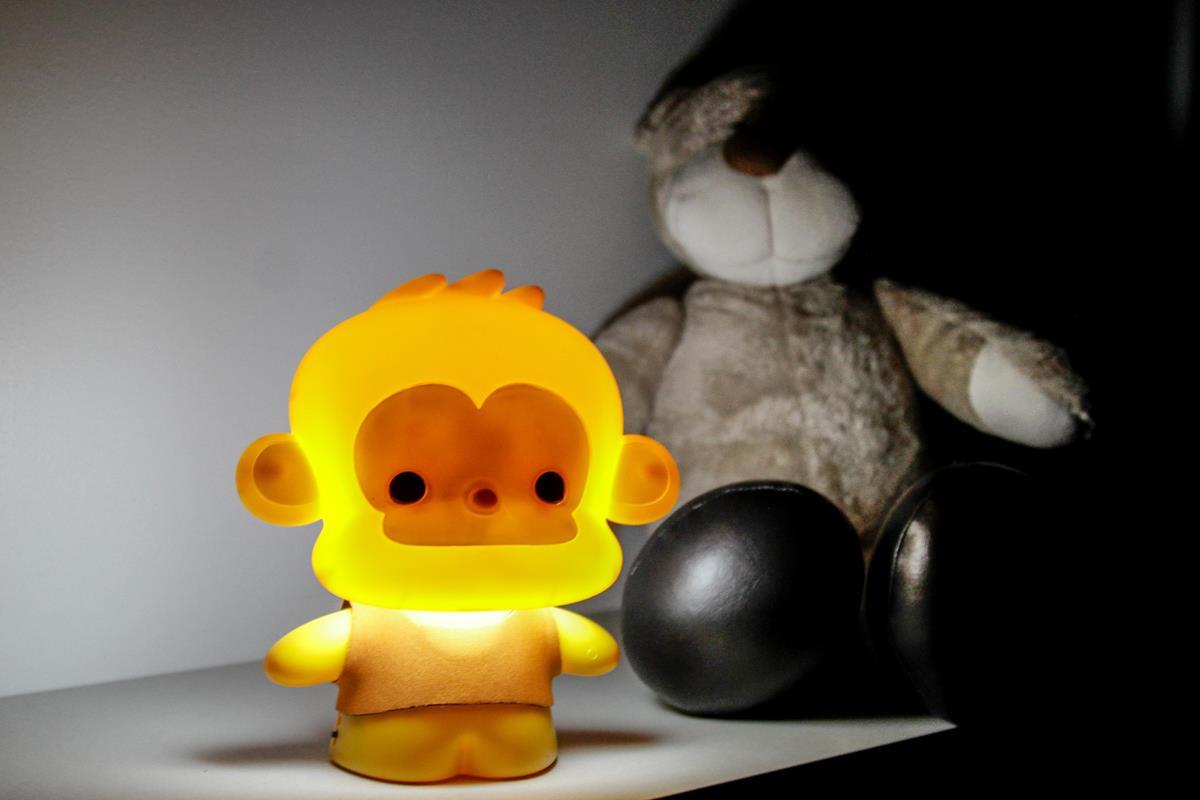 Luminária infantil  Baby Monkey amarela   LED  USB abajur de mesa