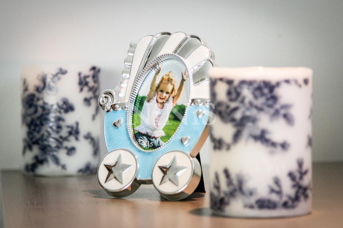 Porta Retrato infantil Carrinho de bebê azul  8x5 cm