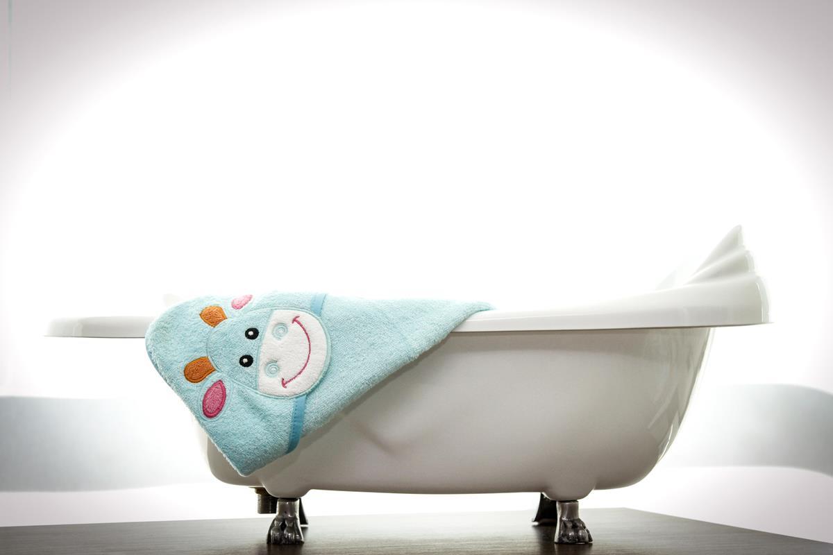 Toalha infantil com capuz bordado Vaquinha - azul piscina