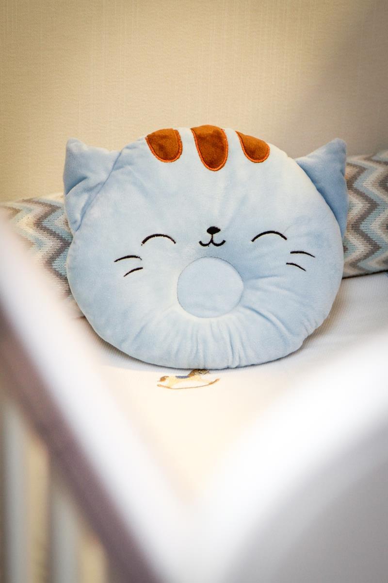 Travesseiro fofinho  tipo almofada com rebaixo na cor azul