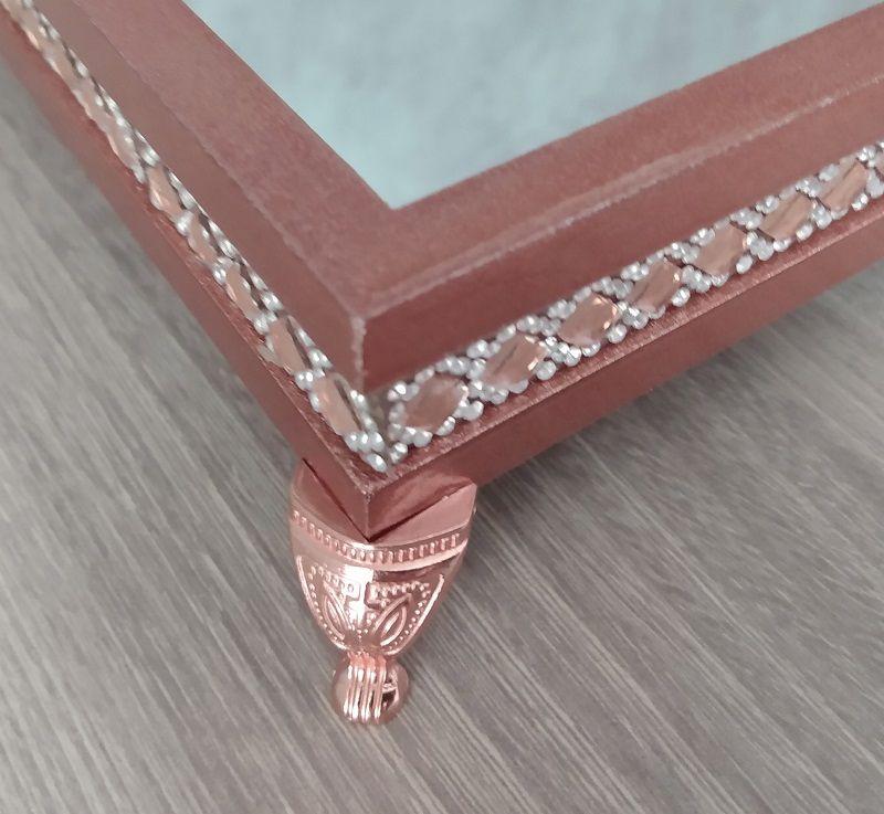 Bandeja Decorativa espelhada, Cor bronze com detalhes em pedras rosé e strass - 27x17x5,5cm