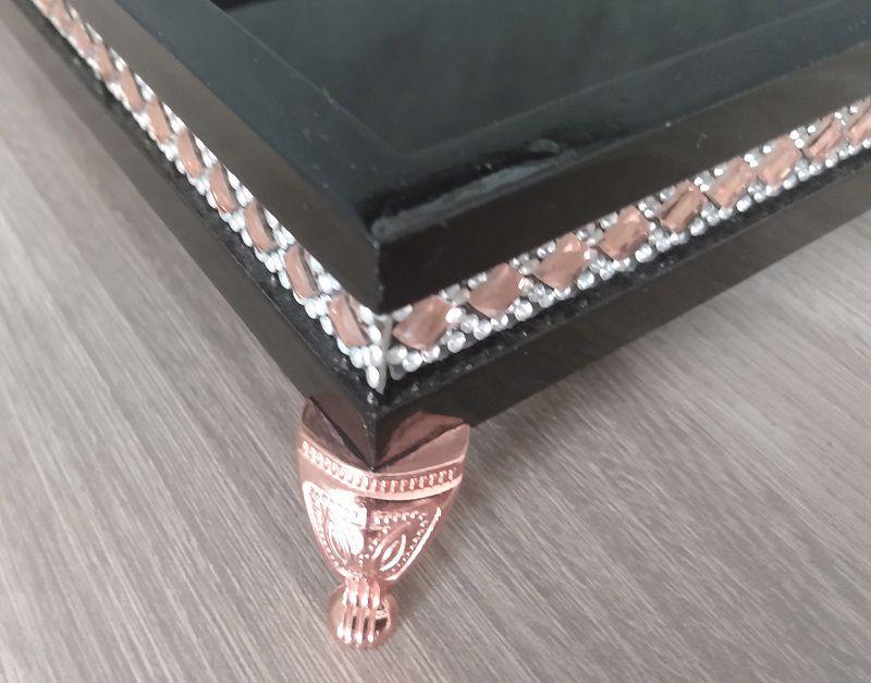 Bandeja Decorativa Preta com detalhes em pedras rosé e strass - 27x17x5,5cm