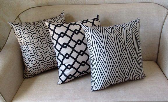 Conjunto 3 Capas almofadas Lyon Veludo quadradas Bege com preto  43 x 43 cm