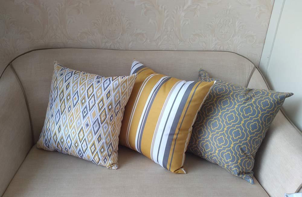 Conjunto 3 Capas almofadas Lyon Veludo quadradas Mostarda e  Cinza  43 x 43 cm