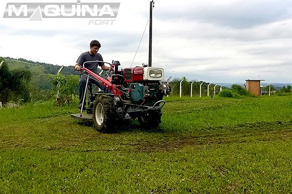 Aparador de grama traseiro para micro-trator - AGT900