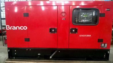 Gerador Trifásico Cabinado a diesel de 26Kva Usado/Peça Mostruário/Demonstração - BD26000 E3 - Branco - L2