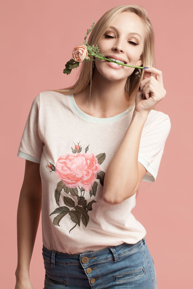 T-shirt Roses are Pink
