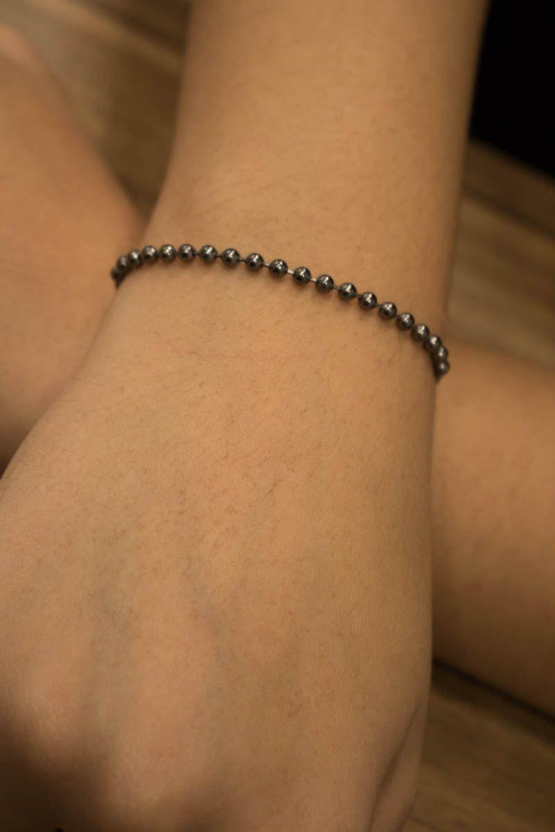Pulseira semi jóia de bolinhas pequena em ródio negro.