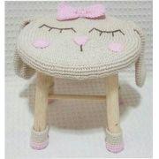 Banquinho Infantil Forrado em Crochet - Coelha