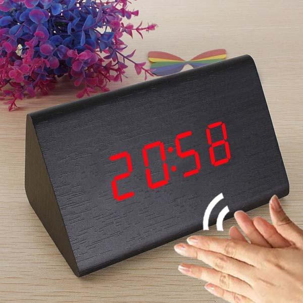 a895abc8674 Relogio Digital Led Madeira Alarme Triangular Termometro Funçao Voice  Control Preto (JA80601) - Ideal Importados
