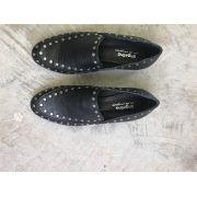 Sapato Baixo Preto com Tachas