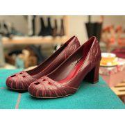 Sapato couro com salto forrado - beringela e blood (vermelho)