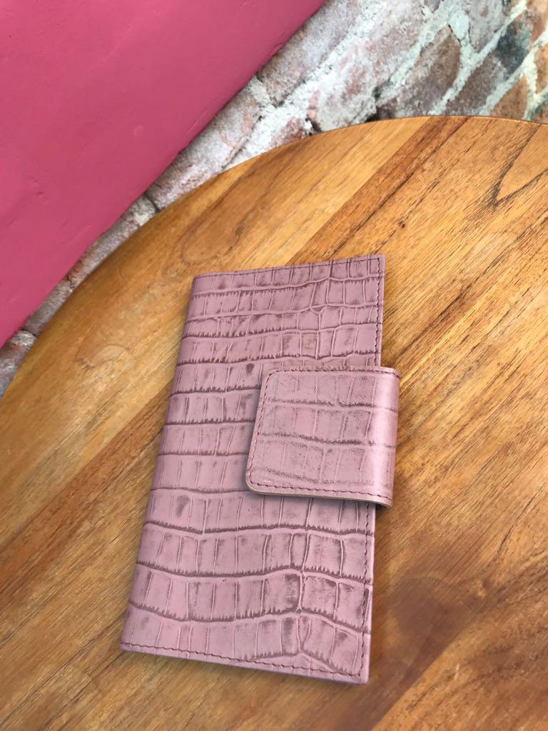 Carteira Feminina em couro com textura - Rosê  - Angelina Vai às Compras