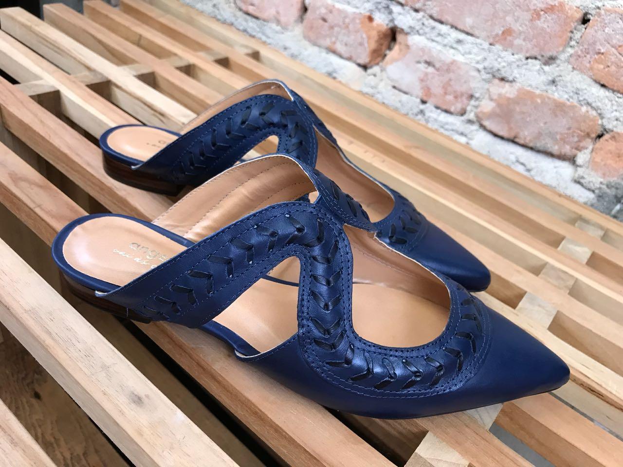 Mule com detalhe em Couro Azul  - Angelina Vai às Compras