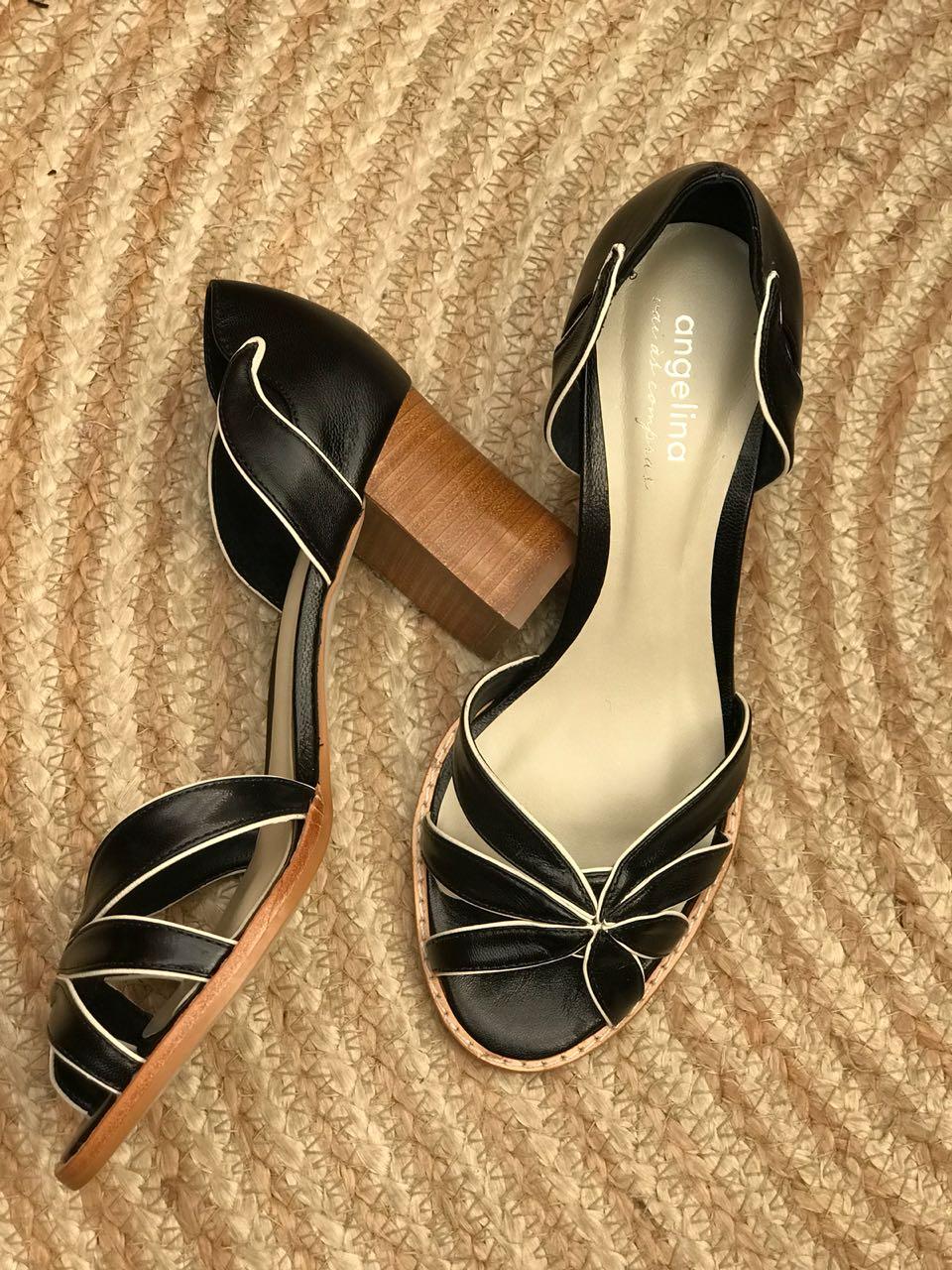 Sapato Aberto com salto fachete natural em madeira - Preto com viés em Off-white  - Angelina Vai às Compras