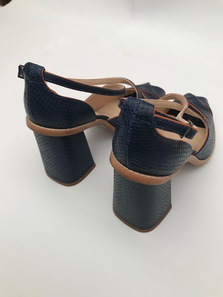 Sapato Baby Python marinho  - Angelina Vai às Compras