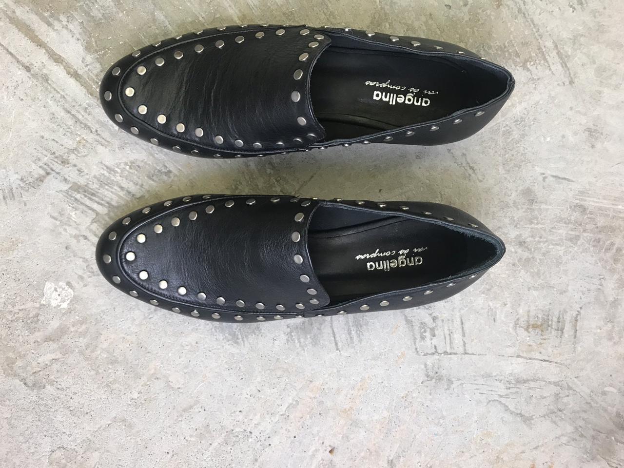 Sapato Baixo Preto com Tachas  - Angelina Vai às Compras