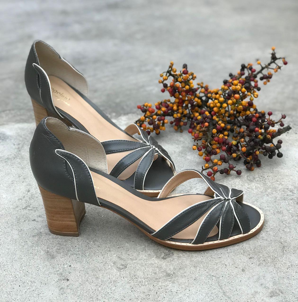 Sapato recortado - Cinza  - Angelina Vai às Compras