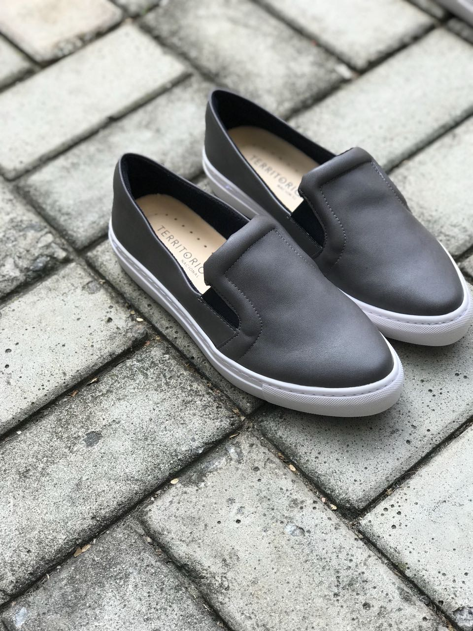 Tênis Slipper - Cinza  - Angelina Vai às Compras