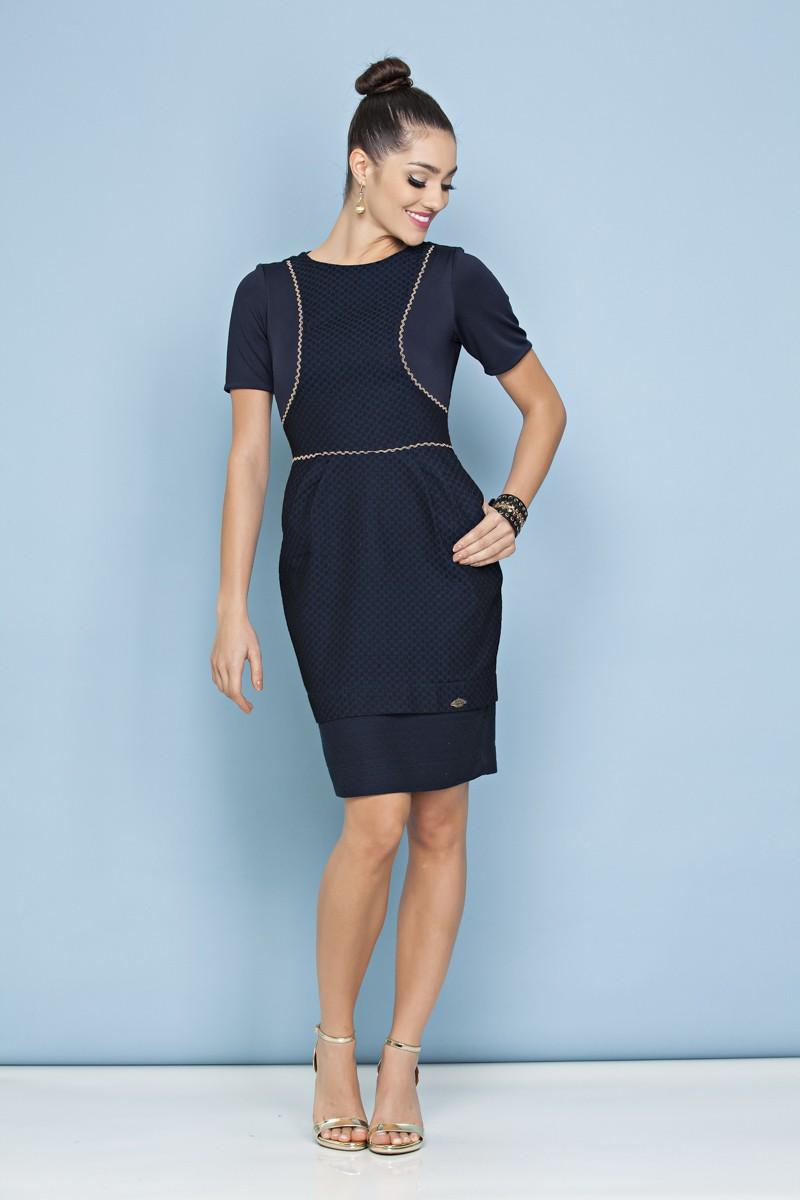 1021 - Vestido em jacquard estampado com forro e botões