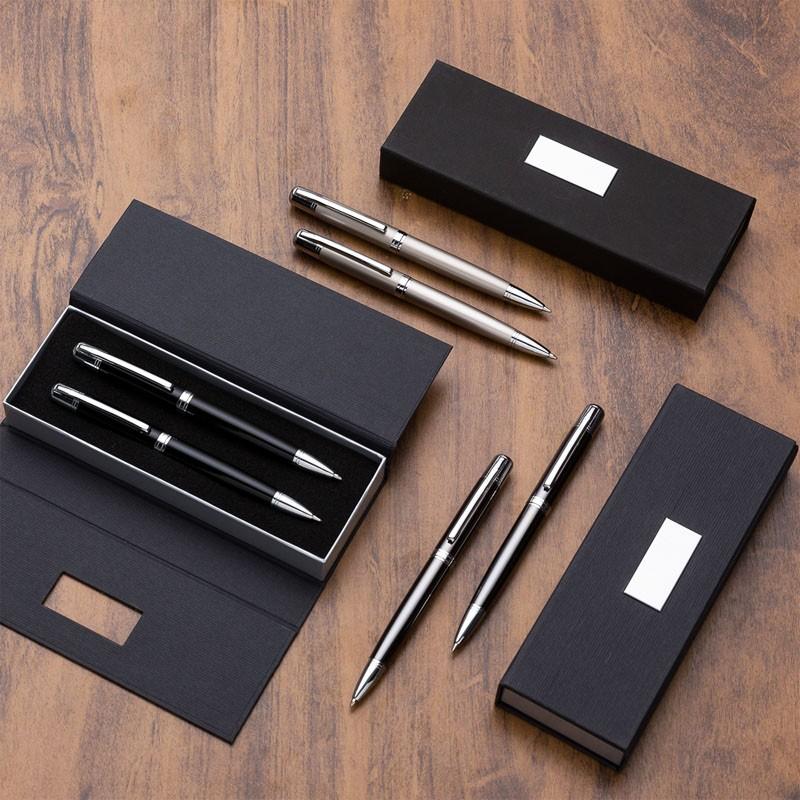 Kit caneta e lapiseira em estojo de cartonagem com placa central - Ref.0029155