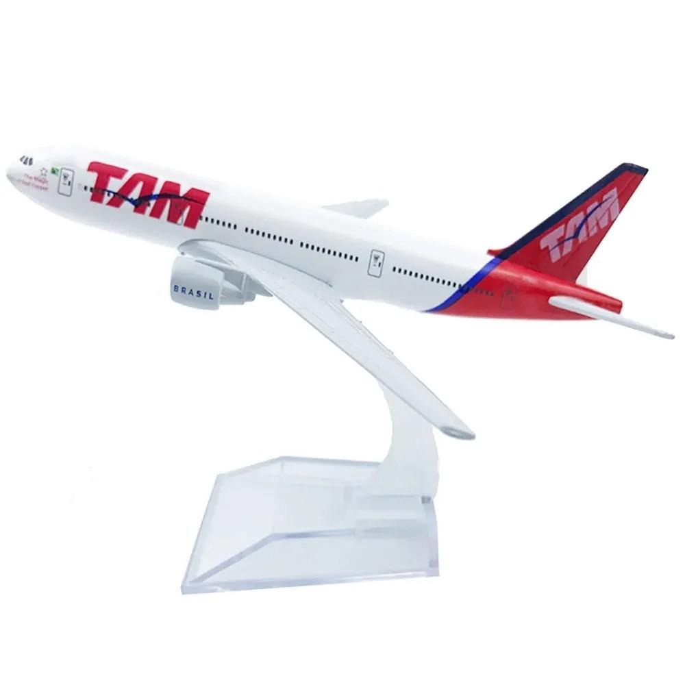 Avião Comercial Boeing 777 TAM - Miniatura de Metal 15,5 cm