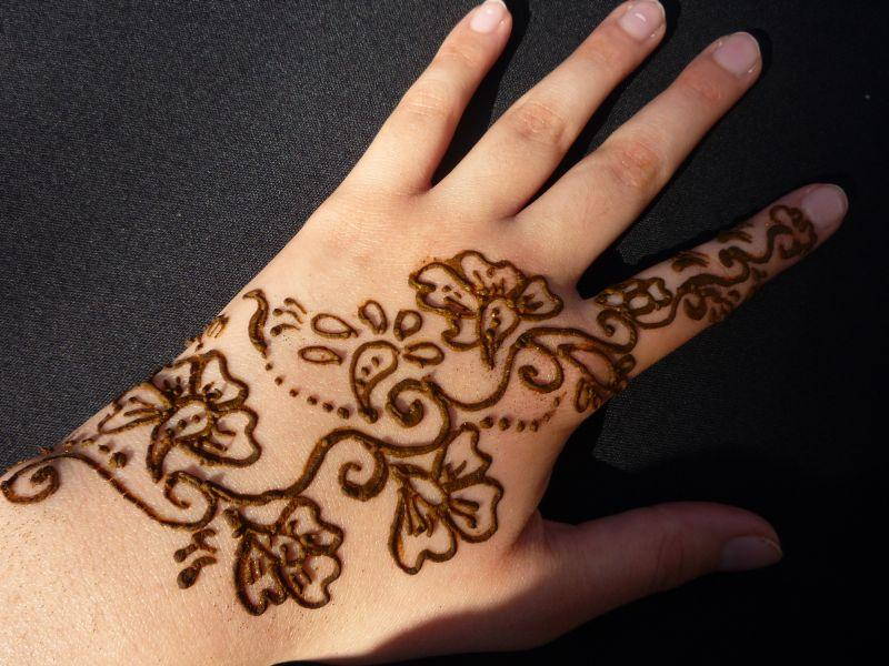 Henna Indiana para tatuagem temporária, bisnaga com 30g. Ref.522