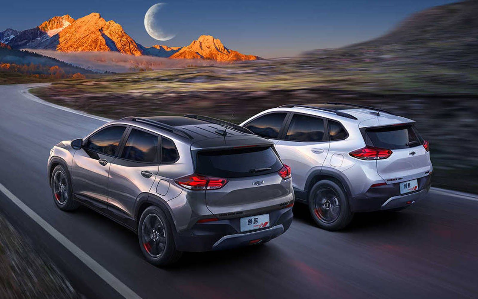 Envelopamento de Teto Chevrolet Tracker  - Completo  Colunas e Aerofólio - Black Piano / fosco