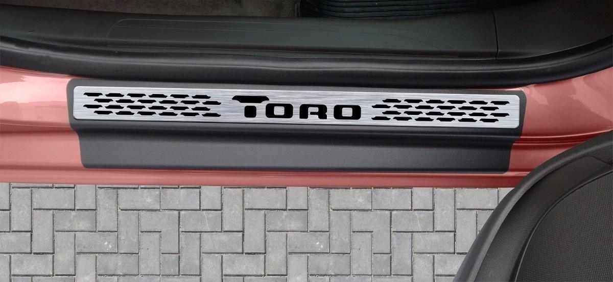 Jogo Soleira Premium Elegance Fiat Toro 2016 a 2021 - 2 Portas - Vinil + Resinada 4 Peças